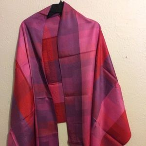 Accessories - NWT 100% silk shawl stole wrap pink